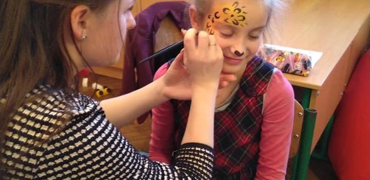 Чим змити аквагрим дитині з обличчя